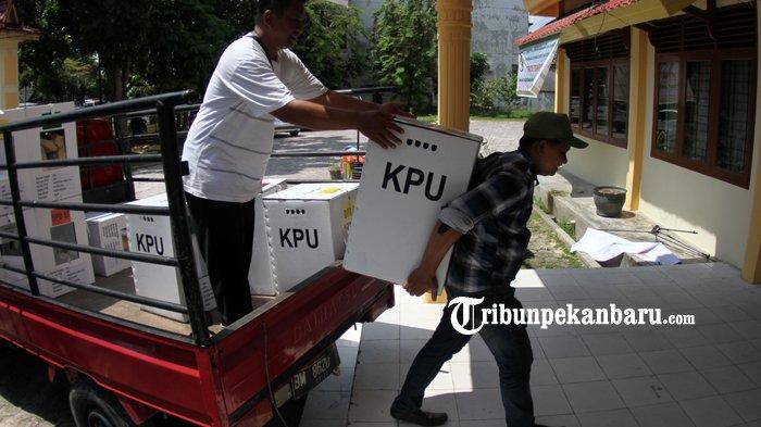 FOTO: Pengumpulan Kotak Suara di Kantor Camat Sukajadi Pekanbaru - foto_pengumpulan_kotak_suara_di_kantor_camat_sukajadi_pekanbaru_2.jpg