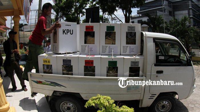 FOTO: Pengumpulan Kotak Suara di Kantor Camat Sukajadi Pekanbaru - foto_pengumpulan_kotak_suara_di_kantor_camat_sukajadi_pekanbaru_5.jpg