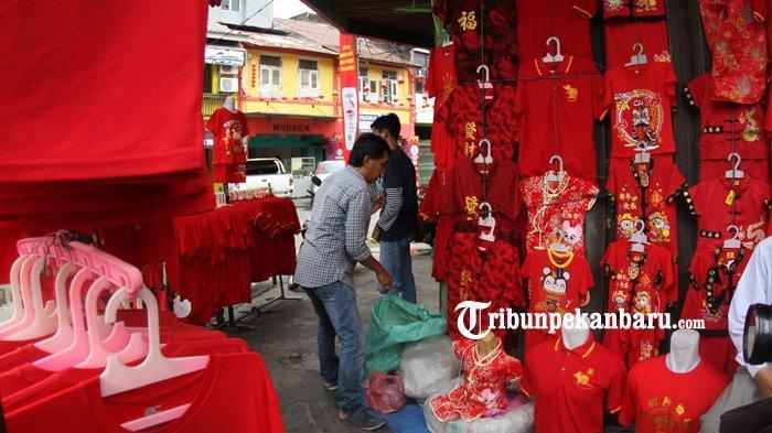 FOTO: Penjualan Baju Bertema Imlek di Pekanbaru - foto_penjualan_baju_bertema_imlek_di_pekanbaru_1.jpg