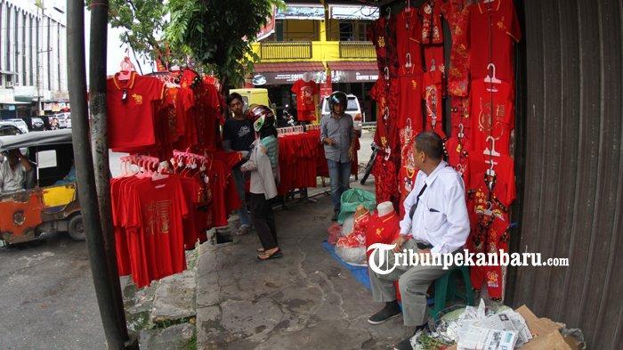 FOTO: Penjualan Baju Bertema Imlek di Pekanbaru - foto_penjualan_baju_bertema_imlek_di_pekanbaru_2.jpg