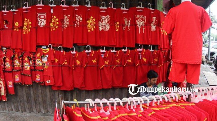 FOTO: Penjualan Baju Bertema Imlek di Pekanbaru - foto_penjualan_baju_bertema_imlek_di_pekanbaru_3.jpg