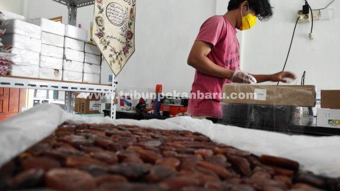 FOTO: Penjualan Kurma di Pekanbaru Alami Peningkatan - foto_penjualan_kurma_di_pekanbaru_alami_peningkatan_2.jpg