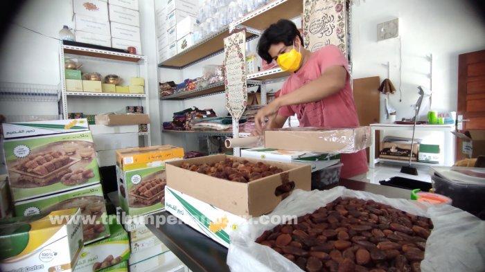 FOTO: Penjualan Kurma di Pekanbaru Alami Peningkatan - foto_penjualan_kurma_di_pekanbaru_alami_peningkatan_3.jpg