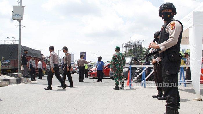 FOTO: Penyekatan Arus Mudik di Simpang Garuda Sakti Pekanbaru - foto_penyekatan_arus_mudik_di_simpang_garuda_sakti_pekanbaru_1.jpg