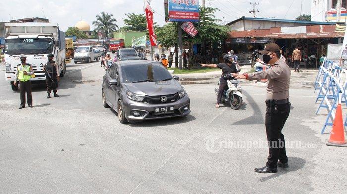 FOTO: Penyekatan Arus Mudik di Simpang Garuda Sakti Pekanbaru - foto_penyekatan_arus_mudik_di_simpang_garuda_sakti_pekanbaru_3.jpg