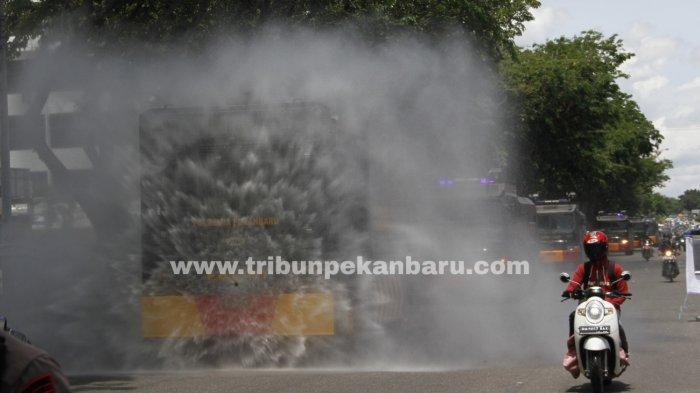 FOTO: Penyemprotan Disinfektan di Pekanbaru - foto_penyemprotan_disinfektan_di_pekanbaru_3.jpg