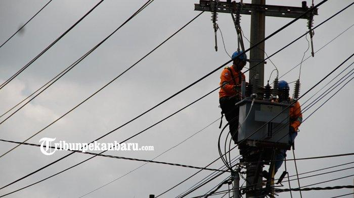 FOTO: Perbaikan Jaringan Listrik di Pekanbaru - foto_perbaikan_jaringan_listrik_di_pekanbaru_1.jpg
