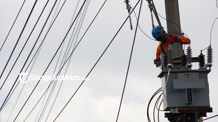 FOTO: Perbaikan Jaringan Listrik di Pekanbaru - foto_perbaikan_jaringan_listrik_di_pekanbaru_3.jpg