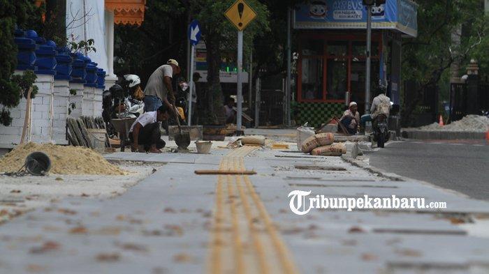 FOTO: Perbaikan Trotoar Jalan Sudirman Pekanbaru - foto_perbaikan_trotoar_jalan_sudirman_pekanbaru_1.jpg