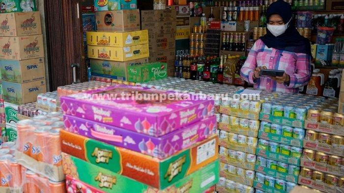 FOTO: Permintaan Minuman Kemasan di Pekanbaru Meningkat - foto_permintaan_minuman_kemasan_di_pekanbaru_meningkat_1.jpg