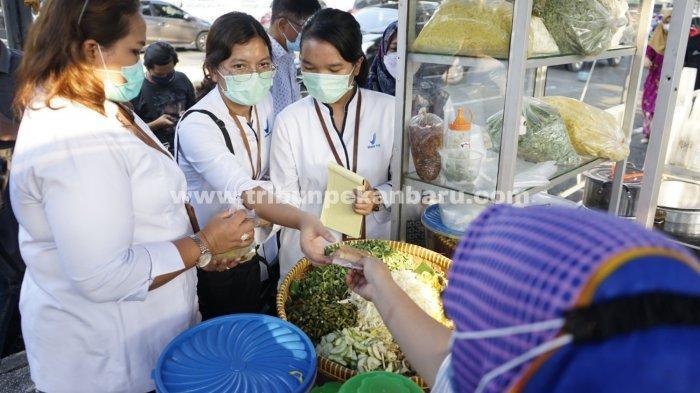 FOTO: Petugas BBPOM Pekanbaru Sidak Takjil di Pasar Ramadhan - foto_petugas_bbpom_pekanbaru_sidak_takjil_di_pasar_ramadhan_1.jpg