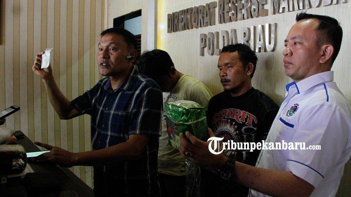 FOTO: Polda Riau Ringkus Dua Pengedar Narkoba Sabu 3 Kg, Ditangkap di Kandis - foto_polda_riau_ringkus_dua_pengedar_narkoba_sabu_3_kg_ditangkap_di_kandis_3.jpg