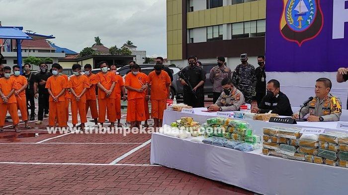 FOTO: Polda Riau Ungkap 5 Kasus Peredaran Narkoba Dengan 12 Tersangka - foto_polda_riau_ungkap_5_kasus_peredaran_narkoba_dengan_12_tersangka_1.jpg