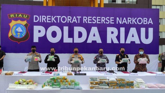 FOTO: Polda Riau Ungkap 5 Kasus Peredaran Narkoba Dengan 12 Tersangka - foto_polda_riau_ungkap_5_kasus_peredaran_narkoba_dengan_12_tersangka_2jpg.jpg
