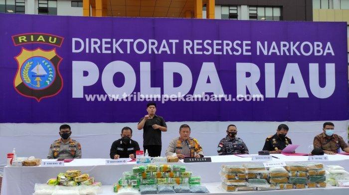 FOTO: Polda Riau Ungkap 5 Kasus Peredaran Narkoba Dengan 12 Tersangka - foto_polda_riau_ungkap_5_kasus_peredaran_narkoba_dengan_12_tersangka_3.jpg