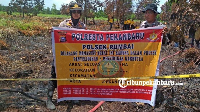 FOTO: Polsek Rumbai Pekanbaru Pasang Garis Polisi di Lokasi Karhutla - foto_polsek_rumbai_pekanbaru_pasang_garis_polisi_di_lokasi_karhutla_2.jpg