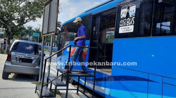 FOTO: Pramudi Bus TMP Mogok Kerja - foto_pramudi_bus_tmp_mogok_kerja-2jpg.jpg