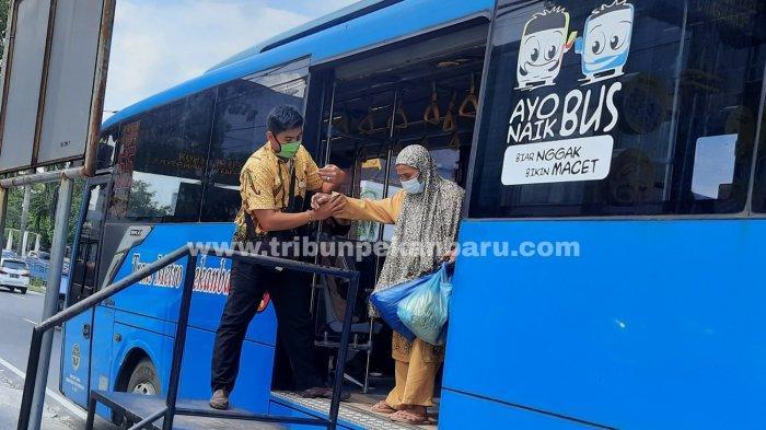 FOTO: Pramudi Bus TMP Mogok Kerja - foto_pramudi_bus_tmp_mogok_kerja-3.jpg