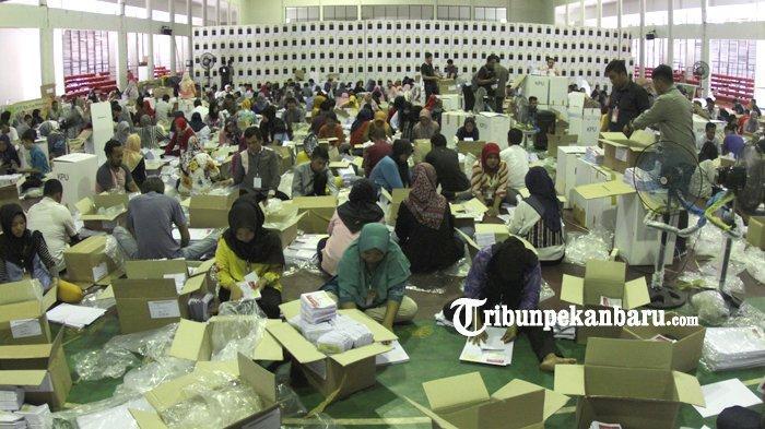 Pelipatan Masih Dilakukan, Bawaslu Riau Sudah Temukan 35.872 Surat Suara Rusak