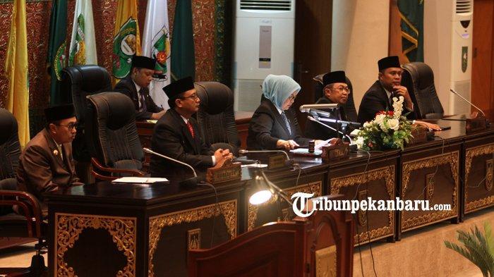 FOTO: Rapat Paripurna dalam Rangka Penyerahan Hasil Pemeriksaan BPK RI di DPRD Riau - foto_rapat_paripurna_dalam_rangka_penyerahan_hasil_pemeriksaan_bpk_ri_di_dprd_riau_1.jpg