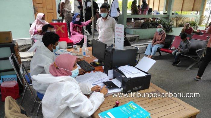 FOTO: Rapid Test Antigen Penumpang Pesawat di Bandara SSK II Pekanbaru - foto_rapid_test_antigen_penumpang_pesawat_di_bandara_ssk_ii_pekanbaru_2.jpg
