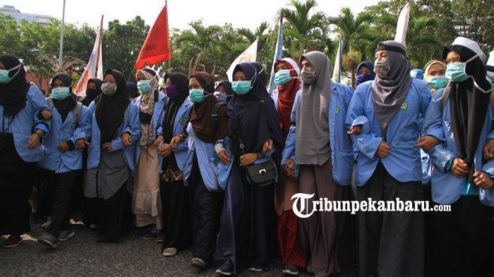 Demo Mahasiswa Terkait Bencana Kabut Asap: 'Mana Riau Hijau yang Bermartabat Itu?'