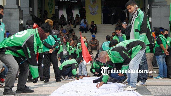 Tak Hadir di DPRD Pekanbaru, Gojek Akui Dapat Undangan Setelah RDP Berlangsung