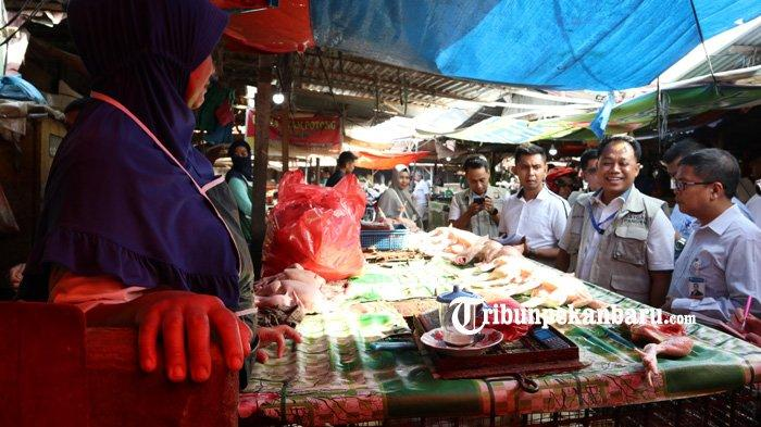 FOTO: Satgas Pangan Polda Riau Sidak Pasar Tradisional di Pekanbaru - foto_satgas_pangan_polda_riau_sidak_pasar_tradisional_di_pekanbaru_1.jpg