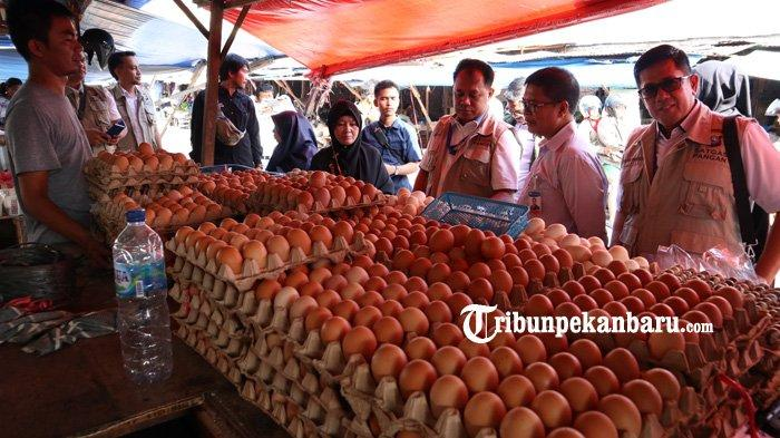 FOTO: Satgas Pangan Polda Riau Sidak Pasar Tradisional di Pekanbaru - foto_satgas_pangan_polda_riau_sidak_pasar_tradisional_di_pekanbaru_3.jpg