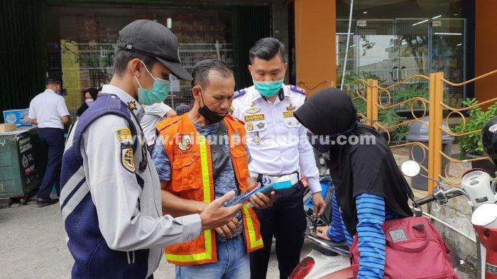 FOTO: Sejumlah Titik Parkir di Kota Pekanbaru Bakal Terapkan Pembayaran Non Tunai - foto_sejumlah_titik_parkir_di_kota_pekanbaru_bakal_terapkan_pembayaran_non_tunai_1.jpg