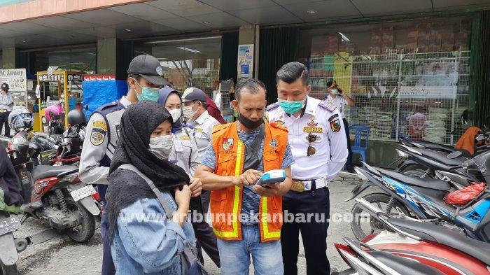 FOTO: Sejumlah Titik Parkir di Kota Pekanbaru Bakal Terapkan Pembayaran Non Tunai - foto_sejumlah_titik_parkir_di_kota_pekanbaru_bakal_terapkan_pembayaran_non_tunai_3.jpg