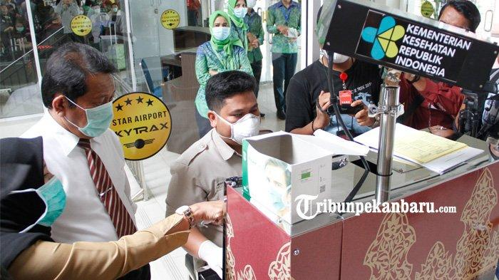 FOTO: Sekda Riau Tinjau Bandara SSK II Terkait Kesiapan Antisipasi Virus Corona - foto_sekda_riau_tinjau_bandara_ssk_ii_terkait_kesiapan_antisipasi_virus_corona_2.jpg