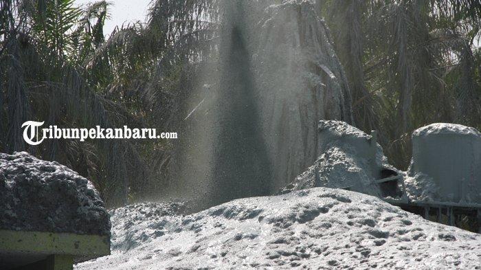 FOTO: Semburan Gas di Kawasan Pondok Pesantren Al-Ihsan Pekanbaru, Santri dan Warga Mengungsi - foto_semburan_gas_di_kawasan_pondok_pesantren_al-ihsan_pekanbaru_santri_dan_warga_mengungsi_1.jpg