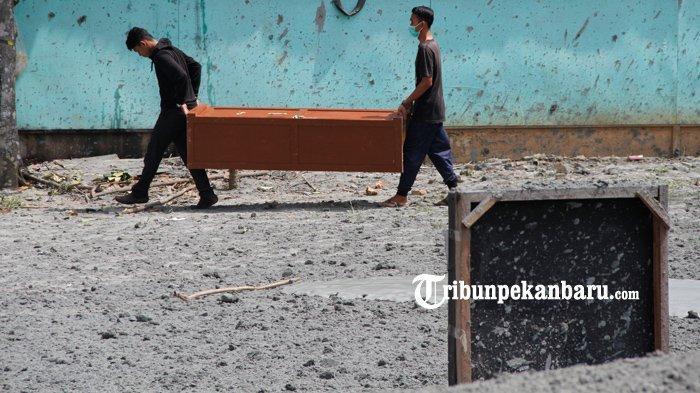 FOTO: Semburan Gas di Kawasan Pondok Pesantren Al-Ihsan Pekanbaru, Santri dan Warga Mengungsi - foto_semburan_gas_di_kawasan_pondok_pesantren_al-ihsan_pekanbaru_santri_dan_warga_mengungsi_4.jpg
