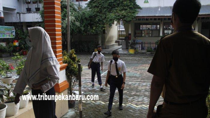 FOTO: Suasana Belajar Tatap Muka Hari Pertama di SMPN 3 Pekanbaru - foto_suasana_belajar_tatap_muka_hari_pertama_di_smpn_3_pekanbaru_2.jpg