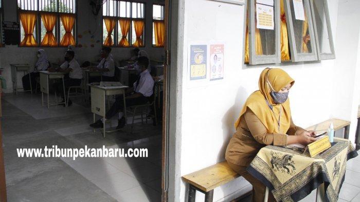 FOTO: Suasana Belajar Tatap Muka Hari Pertama di SMPN 3 Pekanbaru - foto_suasana_belajar_tatap_muka_hari_pertama_di_smpn_3_pekanbaru_3.jpg