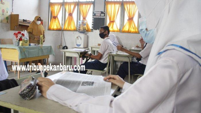 FOTO: Suasana Belajar Tatap Muka Hari Pertama di SMPN 3 Pekanbaru - foto_suasana_belajar_tatap_muka_hari_pertama_di_smpn_3_pekanbaru_4.jpg