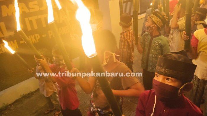 FOTO: Suasana Takbiran di Pekanbaru Merayakan Malam Idul Fitri - foto_suasana_takbiran_di_pekanbaru_merayakan_malam_idul_fitri_3.jpg