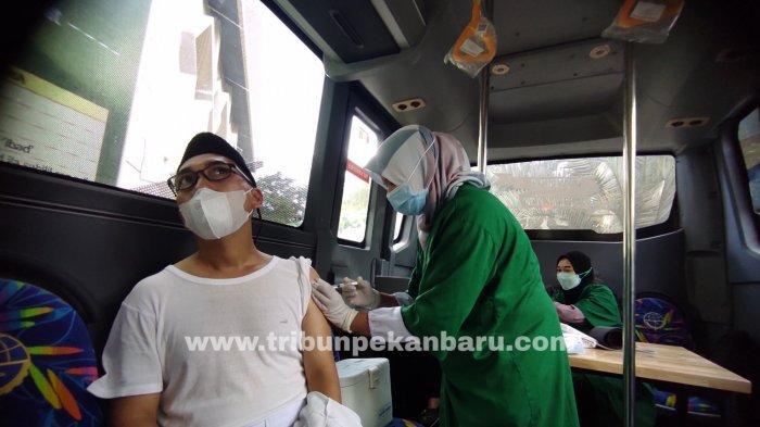 FOTO: Suntik Vaksin Covid-19 di Bus Keliling - foto_suntik_vaksin_covid-19_di_bus_keliling_1.jpg