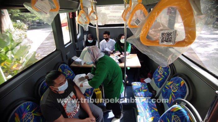 FOTO: Suntik Vaksin Covid-19 di Bus Keliling - foto_suntik_vaksin_covid-19_di_bus_keliling_3.jpg