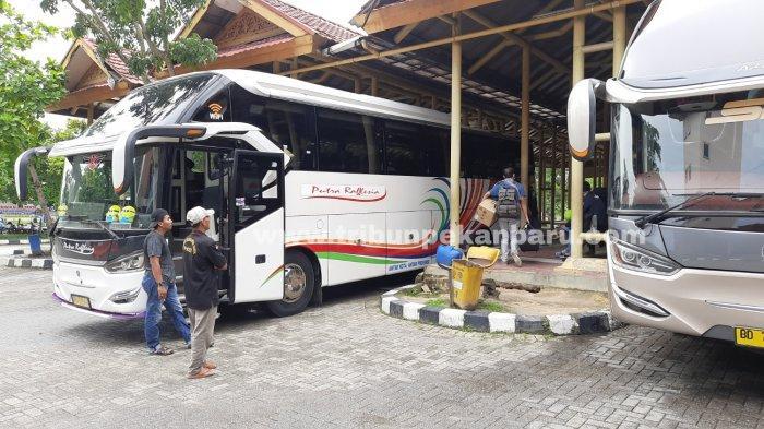 FOTO: Terminal Bandar Raya Payung Sekaki Pekanbaru Sepi - foto_terminal_bandar_raya_payung_sekaki_pekanbaru_sepi_1.jpg