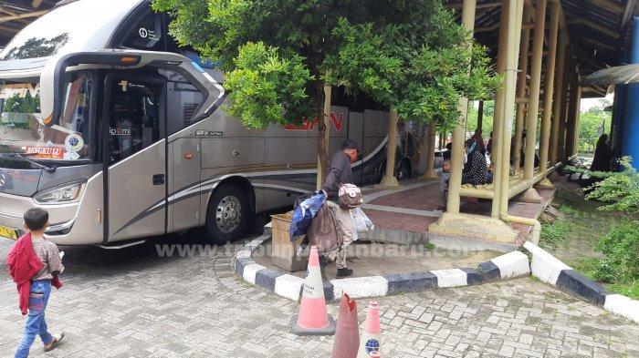 FOTO: Terminal Bandar Raya Payung Sekaki Pekanbaru Sepi - foto_terminal_bandar_raya_payung_sekaki_pekanbaru_sepi_3.jpg