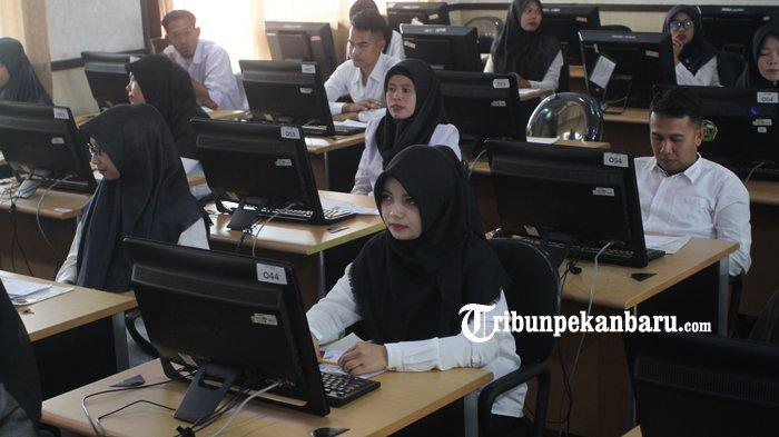 FOTO: Tes CPNS 2019 Hari Pertama di Lingkungan Pemprov Riau - foto_tes_cpns_2019_hari_pertama_di_lingkungan_pemprov_riau_1.jpg