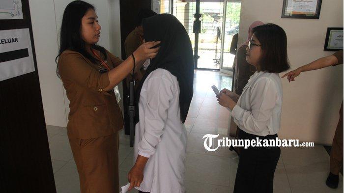 FOTO: Tes CPNS 2019 Hari Pertama di Lingkungan Pemprov Riau - foto_tes_cpns_2019_hari_pertama_di_lingkungan_pemprov_riau_3.jpg