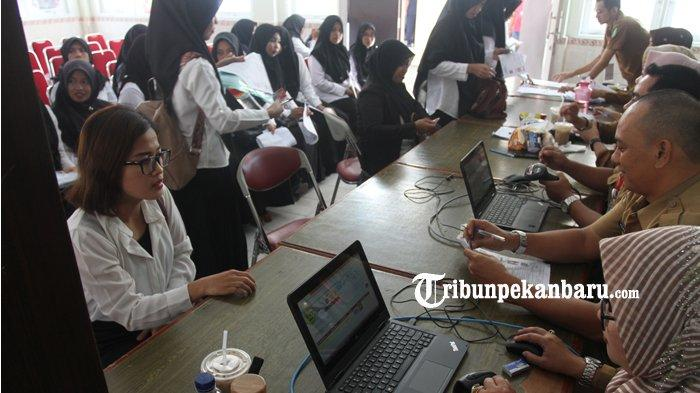 FOTO: Tes CPNS 2019 Hari Pertama di Lingkungan Pemprov Riau - foto_tes_cpns_2019_hari_pertama_di_lingkungan_pemprov_riau_4.jpg