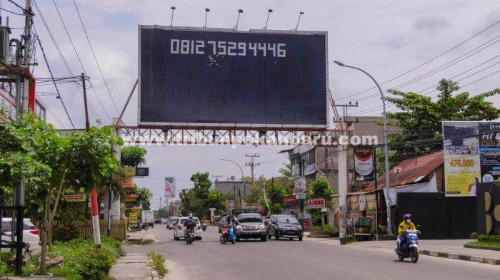 FOTO: Tiang Reklame Ilegal di Pekanbaru Segera Ditertibkan - foto_tiang_reklame_ilegal_di_pekanbaru_segera_ditertibkan_1.jpg