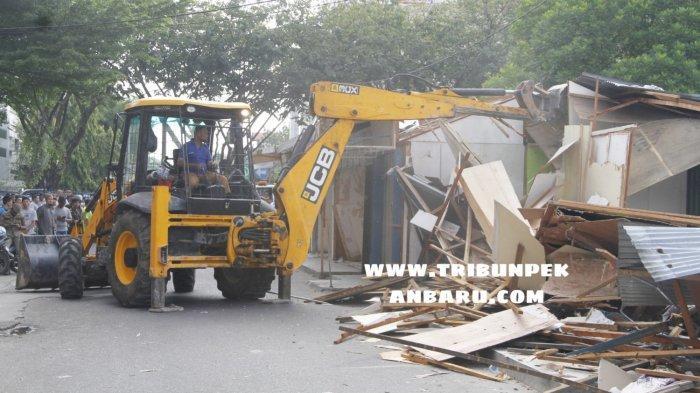 FOTO: TPS di Area STC Jalan HOS Cokroaminoto Pekanbaru Dirobohkan - foto_tps_di_area_stc_jalan_hos_cokroaminoto_pekanbaru_dirobohkan_1.jpg