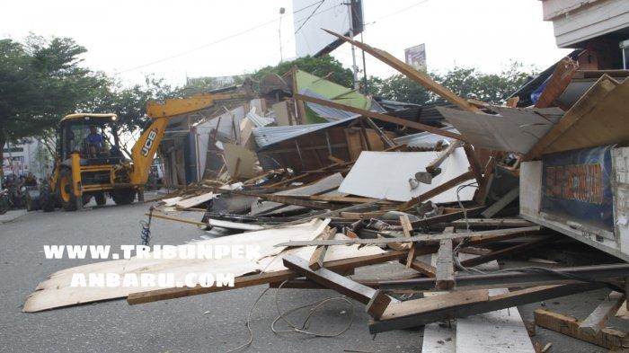 FOTO: TPS di Area STC Jalan HOS Cokroaminoto Pekanbaru Dirobohkan - foto_tps_di_area_stc_jalan_hos_cokroaminoto_pekanbaru_dirobohkan_3.jpg