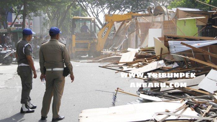 FOTO: TPS di Area STC Jalan HOS Cokroaminoto Pekanbaru Dirobohkan - foto_tps_di_area_stc_jalan_hos_cokroaminoto_pekanbaru_dirobohkan_4.jpg