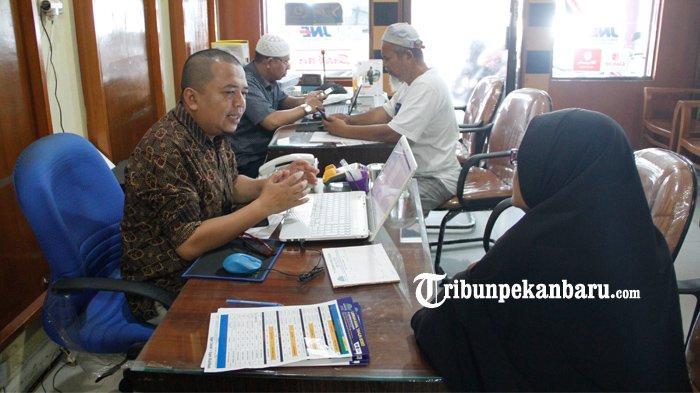 FOTO: Travel Muhibbah di Pekanbaru Tunda Keberangkatan Jemaah Terkait Panangguhan Umroh - foto_travel_muhibbah_di_pekanbaru_tunda_keberangkatan_jemaah_terkait_panangguhan_umroh_1.jpg